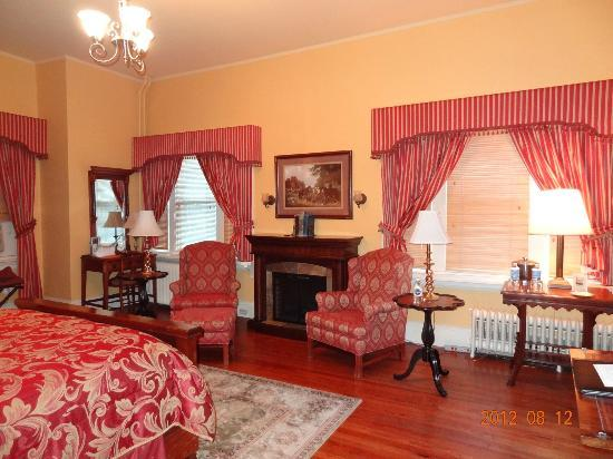 Chester Heights, PA: Bedroom - seating area