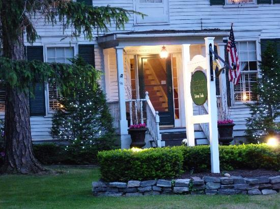 Photo of PineCrest Bed and Breakfast Inn Gorham