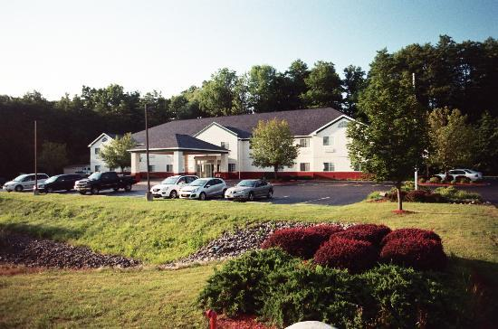 ‪Dollinger's Inn & Suites‬