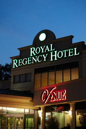 Royal Regency Hotel: Hotel Entrance