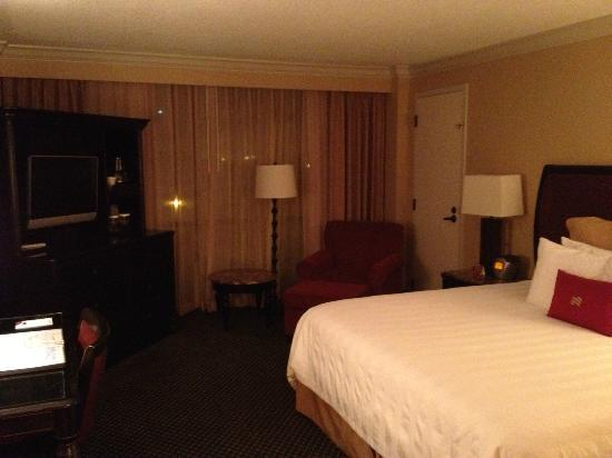 Crowne Plaza Hotel Pensacola Grand: Corner room