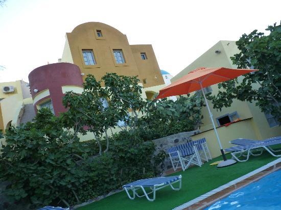 Mero Vigla Studios: hotel &amp; pool area