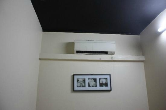Feel At Home Pte. Ltd. (Backpackers): Our own aircon