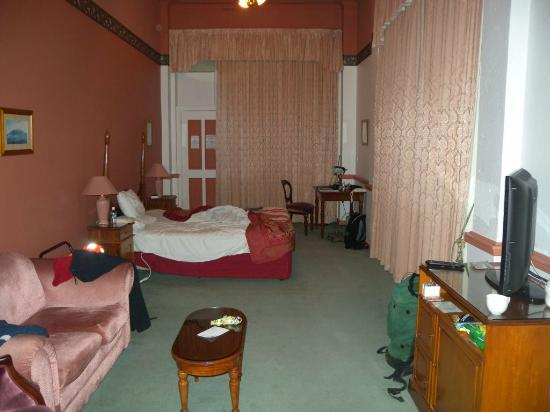 Macquarie Manor: room 1