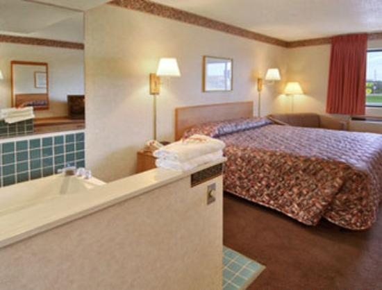 Super 8 Gilman, Il: Jacuzzi Suite