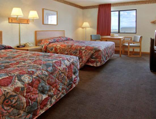 Super 8 Gilman, Il: Standard Two Queen Bed Room