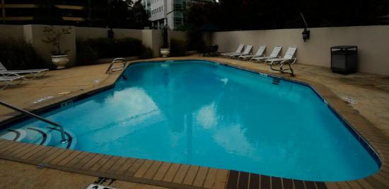 The University Inn at Emory: Outdoor pool