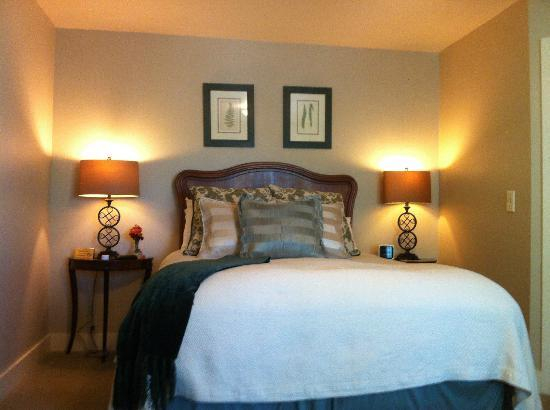The Winchester Inn: Very comforable bed, good reading lights