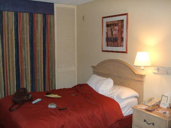 BEST WESTERN Orlando Gateway Hotel: One of the beds