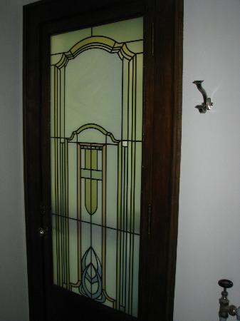 Stewart Inn Bed and Breakfast: stained glass door going out to room's veranda