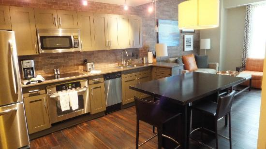 Bluegreen Vacations Studio Homes at Ellis Square, an Ascend Resort Collection: Kitchen