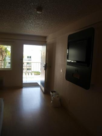 Motel 6 Anaheim Maingate: Flat Screen