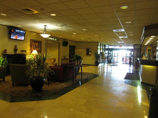 Clarion Inn & Conference Center: Lobby area
