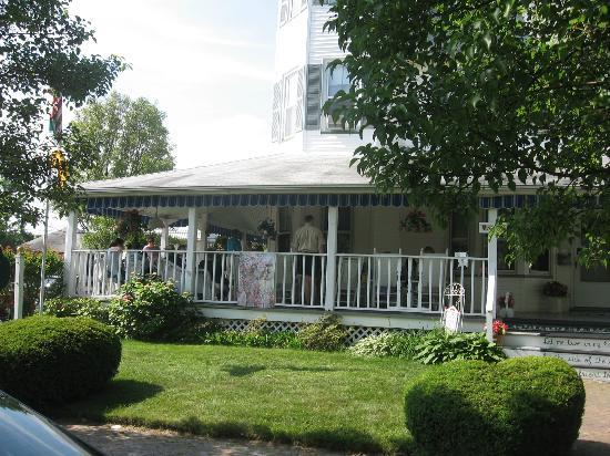 Inn at the Shore Belmar: The outdoor space was perfect for socializing.