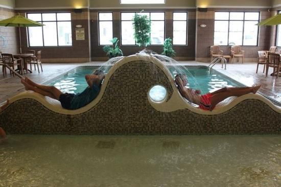 Days Inn Cheyenne: kids with the pool!