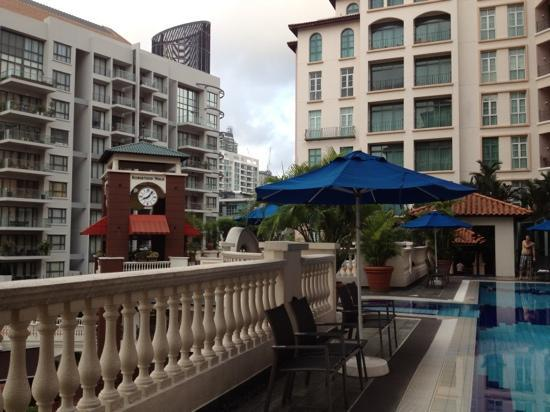 Fraser Place Robertson Walk, Singapore: Pool area looking towards Robertson Walk clock tower