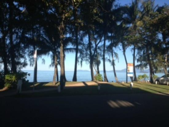 Sarayi Boutique Hotel: Palm Cove main beach looking from Restaurant
