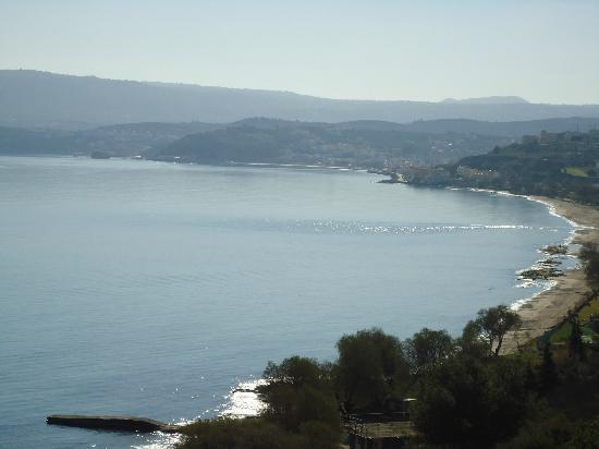Porto Kalyves Seaside Apartments: Porto Kalyves is located in the meddle of the photo