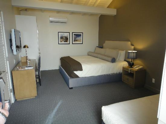 The Brentwood Inn: Main bed