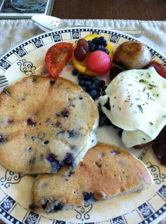 Blair House Heritage Breakfast Inn: My husband and I chose to get one of each of the breakfasts and then split them between us. :)