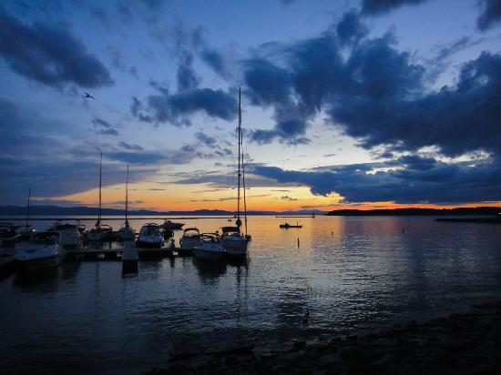 Sheraton Burlington Hotel and Conference Center: Beautiful Lake Champlain sunset
