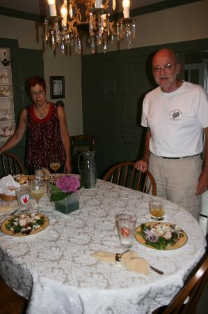 Elizabeth City Bed and Breakfast: Both Maureen and Ray in the dining room.