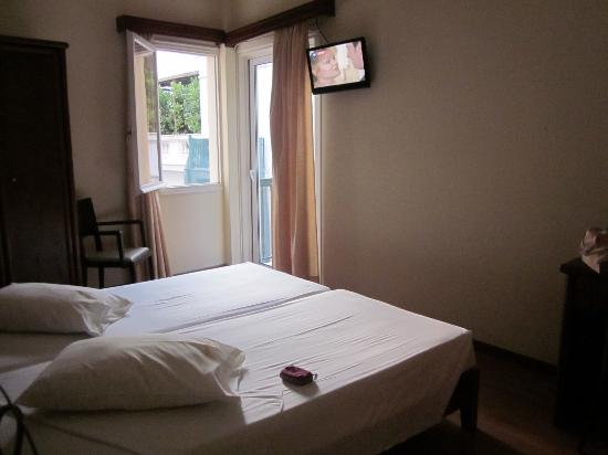 Omiros Hotel: double bedroom