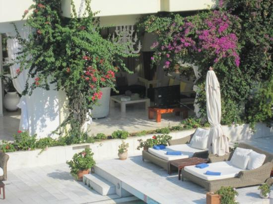 And only two beds reserved so you don 39 t have to set for Art piscine hotel skiathos