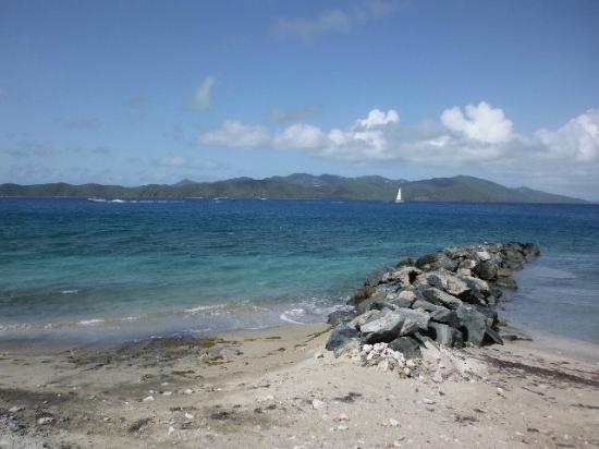 Fort Recovery Beachfront Villa & Suites Hotel: Cool and breezy spot on Tortola
