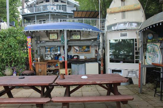 Outdoor rec area picture of lazy e motor inn weirs for Lazy e motor inn laconia nh
