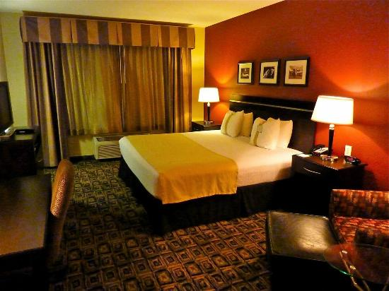 Holiday Inn Hotel & Suites Salt Lake City-Airport West: Guest rooms exceed expectations, with very nice updated decor and great beds.