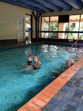 Centrepoint Resort: indoor heated pool is nice and warm this is swimming in winter!