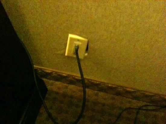 BEST WESTERN Plus Rockville Hotel & Suites: cable outlet coming off the wall