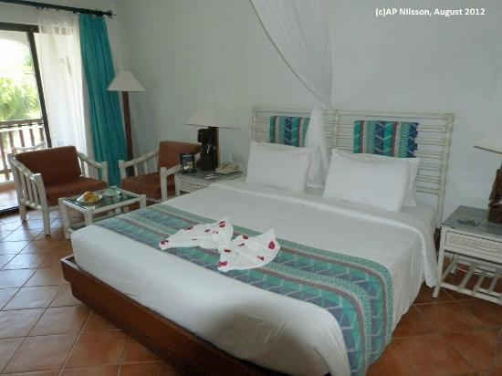Diani Reef Beach Resort & Spa: Superior room with partial seaview