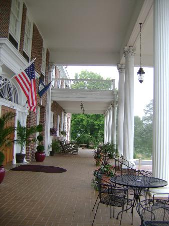 The Mimslyn Inn: Front porch