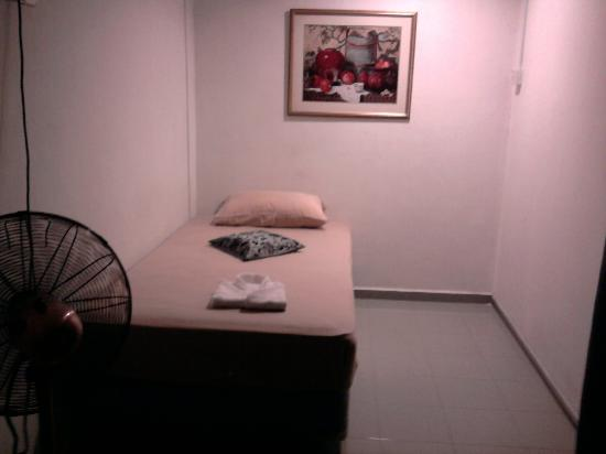 Oriental Riverside Residence Guest House: single room on 3rd floor w/ fan