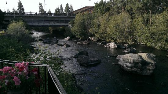 The Riverhouse Hotel and Convention Center: River from the outside dining at breakfast