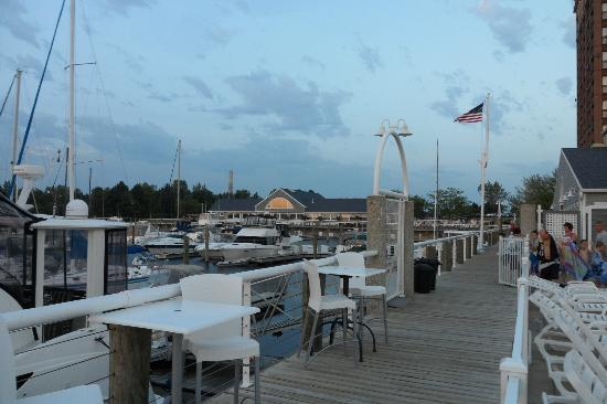 Shoreline Inn & Conference Center: Marina and Lake House Waterfront Grille behind