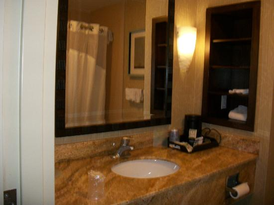Holiday Inn Express Hotel & Suites Logan: Marbel counter and convenient shelving
