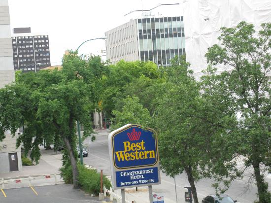BEST WESTERN PLUS Charter House Hotel Downtown Winnipeg: balcony view
