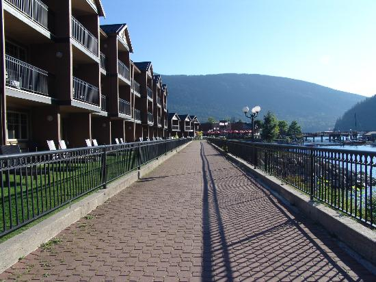 Prestige Lakeside Resort: the hotel promenade lake side
