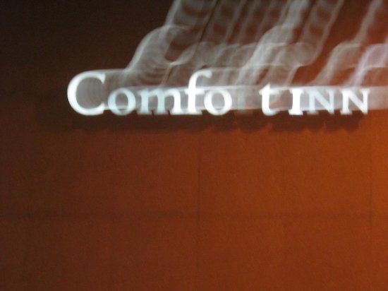Comfort Inn Downtown: Sign for the Comfo Tinn