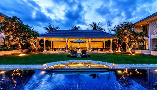 Semara Resort & Spa Seminyak: Pool, Lawn, and Gazebo in Villa Annexe