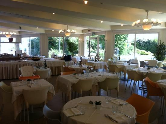 Bellevue Beach Club: sala ristorante