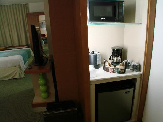 SpringHill Suites Durham Chapel Hill: Mini-frig, microwave, coffee pot