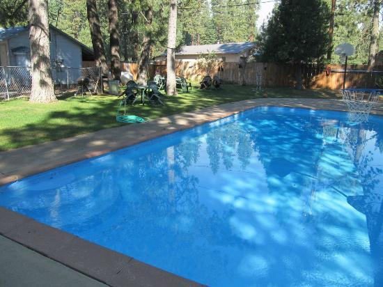 Cedar Lodge Motel & RV Park : Pool at Cedar Lodge