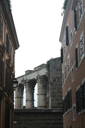 Relais Rome Sweet Relais Fori Imperiali: Fori Imeriali just at eyesight from the doorstep
