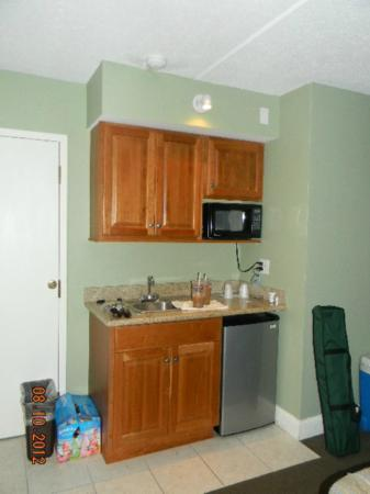 Cape Cod Irish Village: kitchenette