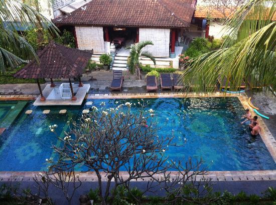 Bakungsari Hotel: The pool from our balcony on the 3rd floor
