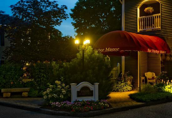 Bar Harbor Manor: Entrance to Guest Parlor